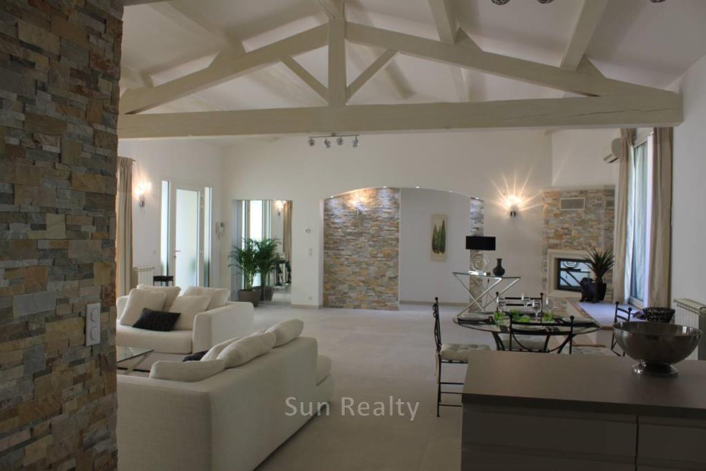 31-PXR_villa 2 vue séjour depuis cuisine 2